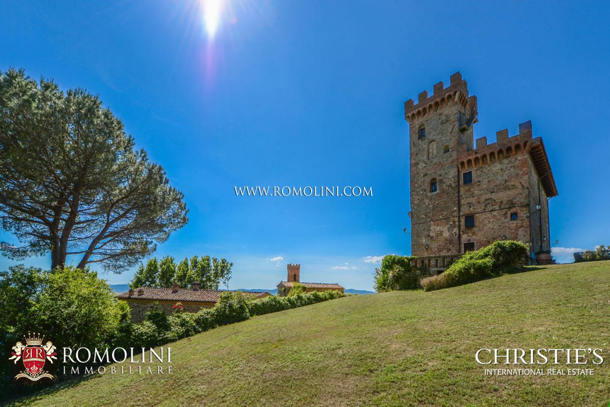 CASTLE WITH SEASIDE VIEW FOR SALE IN TUSCANY