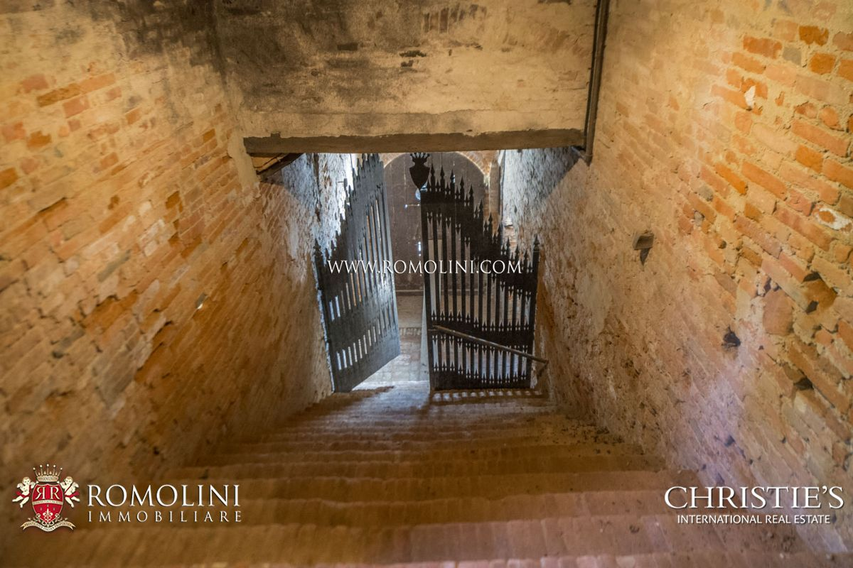 CASTLE WITH HAMLET FOR SALE IN PISA, TUSCANY