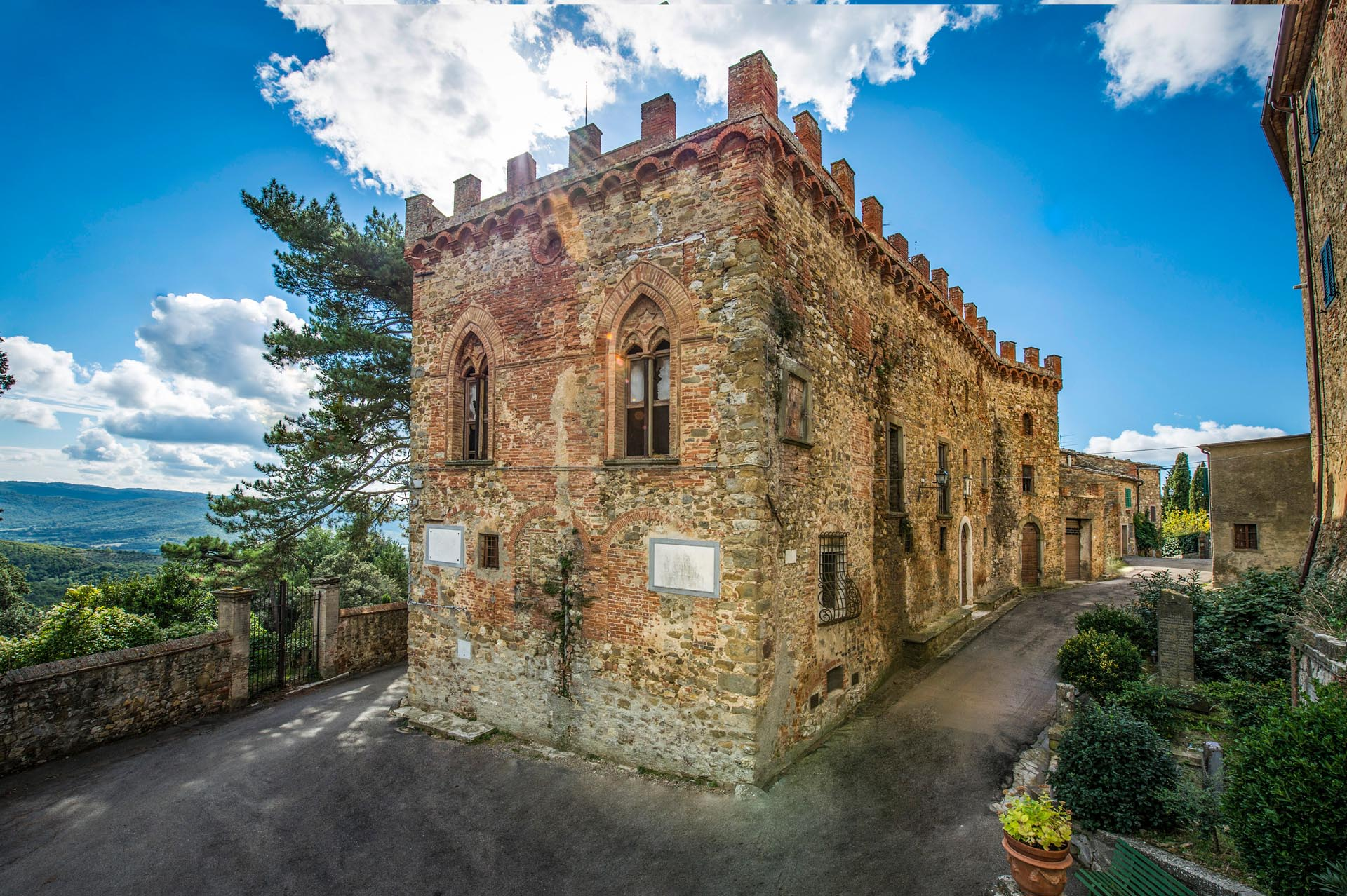 MEDIEVAL FORTRESS FOR SALE IN TUSCANY