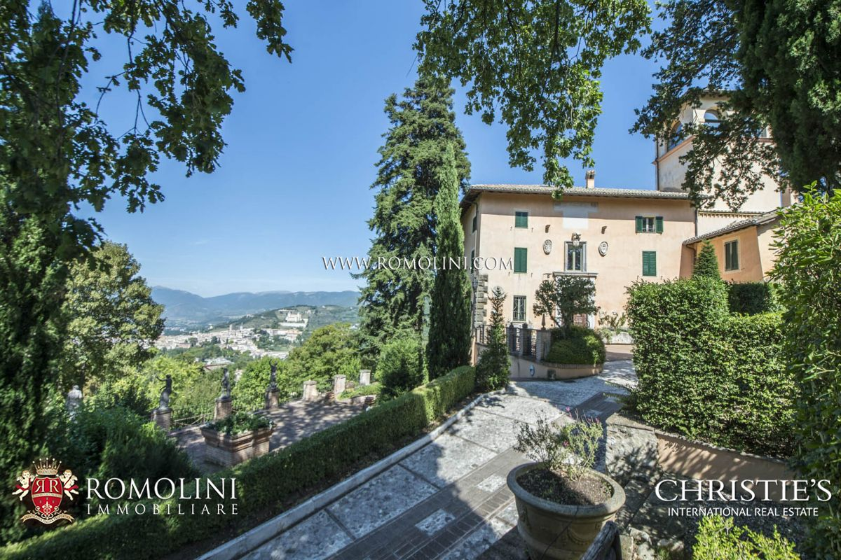 MANOR VILLA WITH DEPENDANCE AND POOL FOR SALE IN SPOLETO, UMBRIA