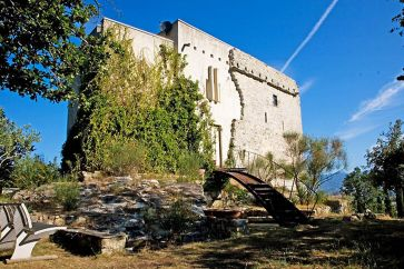 MEDIEVAL TOWER WITH POOL AND LAND FOR SALE, TUSCANY