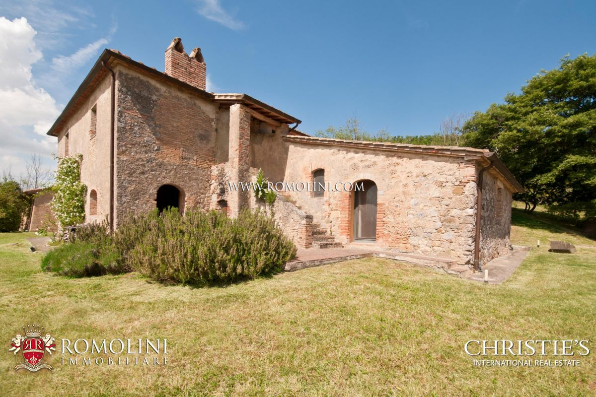 MEDIEVAL ABBEY WITH 755 HA OF LAND FOR SALE IN SIENA, TUSCANY