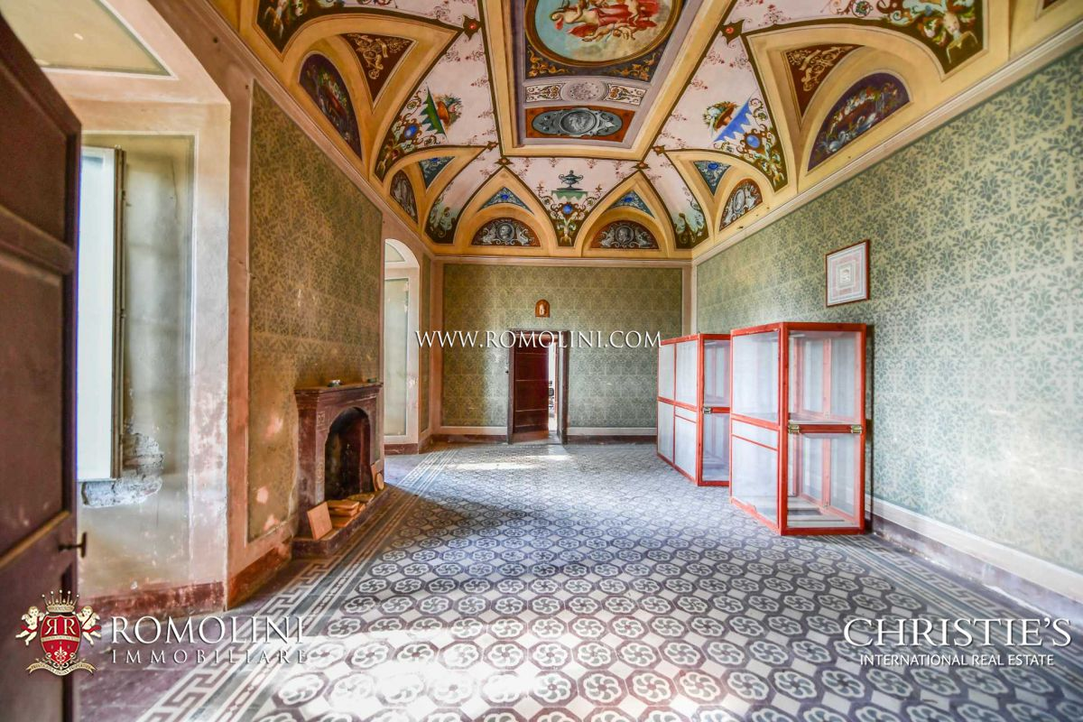 MEDIEVAL CASTLE FOR SALE IN UMBRIA