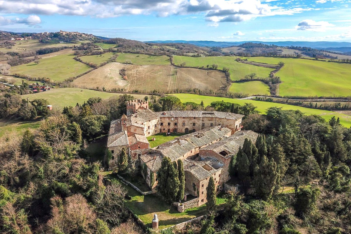 MEDIEVAL CASTLE FOR SALE VAL D'ORCIA, TUSCANY