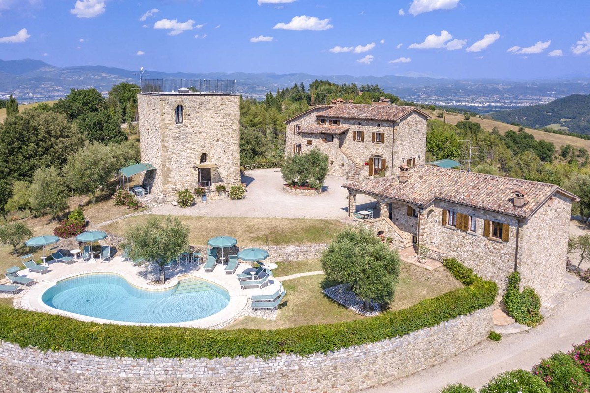 HAMLET WITH POOL TENNIS COURT FOR SALE UMBRIA TUSCANY